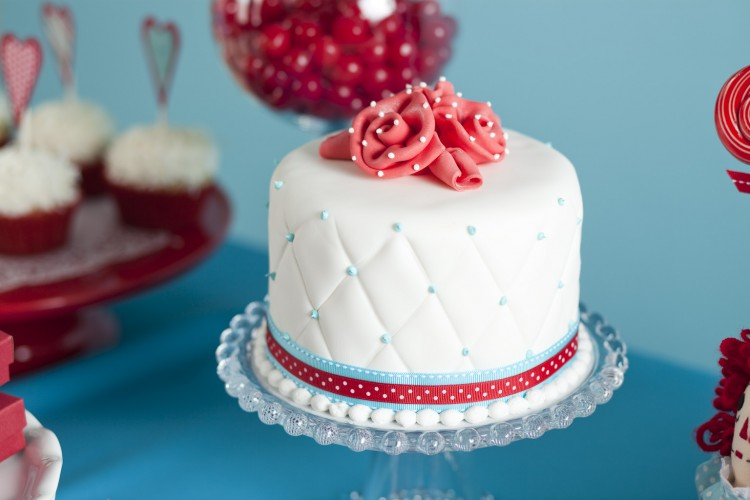 where can you buy fondant for cakes