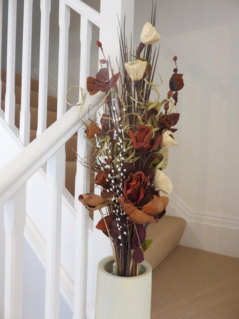 Tips for decorating your home with artificial silk flowers for Artificial flowers for home decoration india
